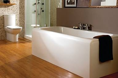 A single-piece bath with no wobbly side panel