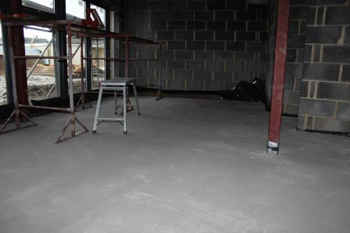 Dry floor screed in the living room