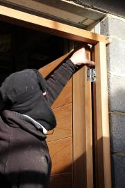 Hanging the front door to the frame
