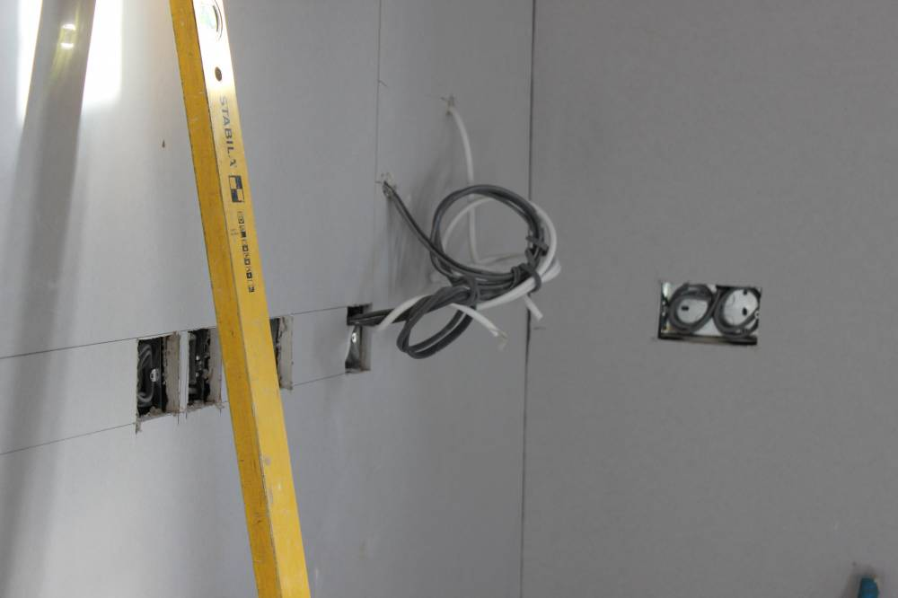 Power And Control Cables : More plasterboarding it feels like home already self